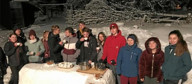 Schüler aus L'Aigle für Sprach- und Skiseminar zu Gast in der Robert-Koch-Skihütte in Oderbrück